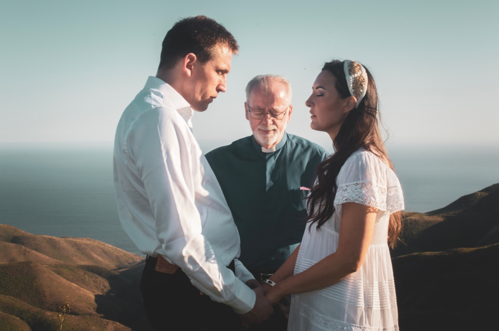Elopement ceremony with pastor